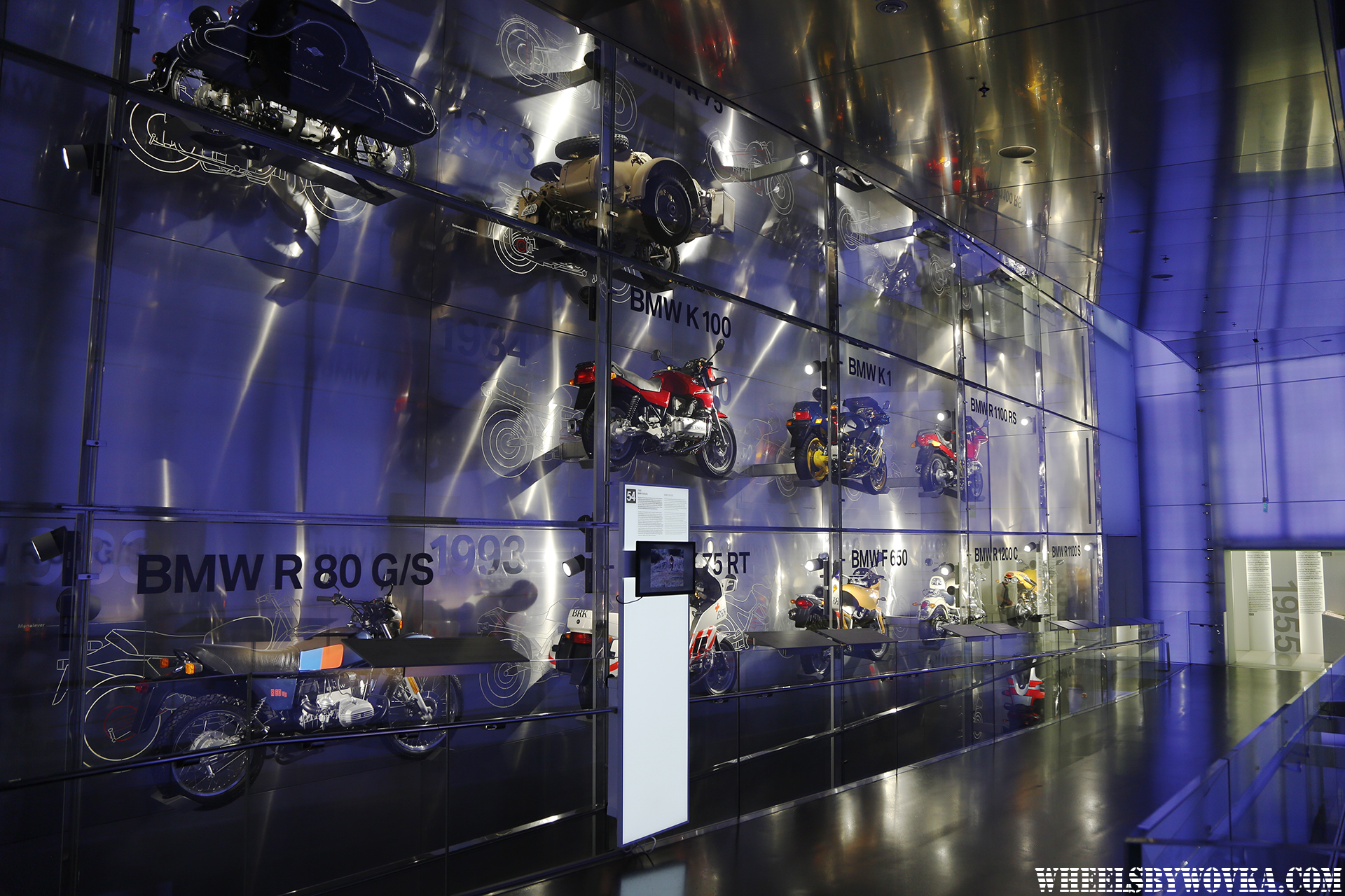 bmw-museum-welt-wheelsbywovka-19