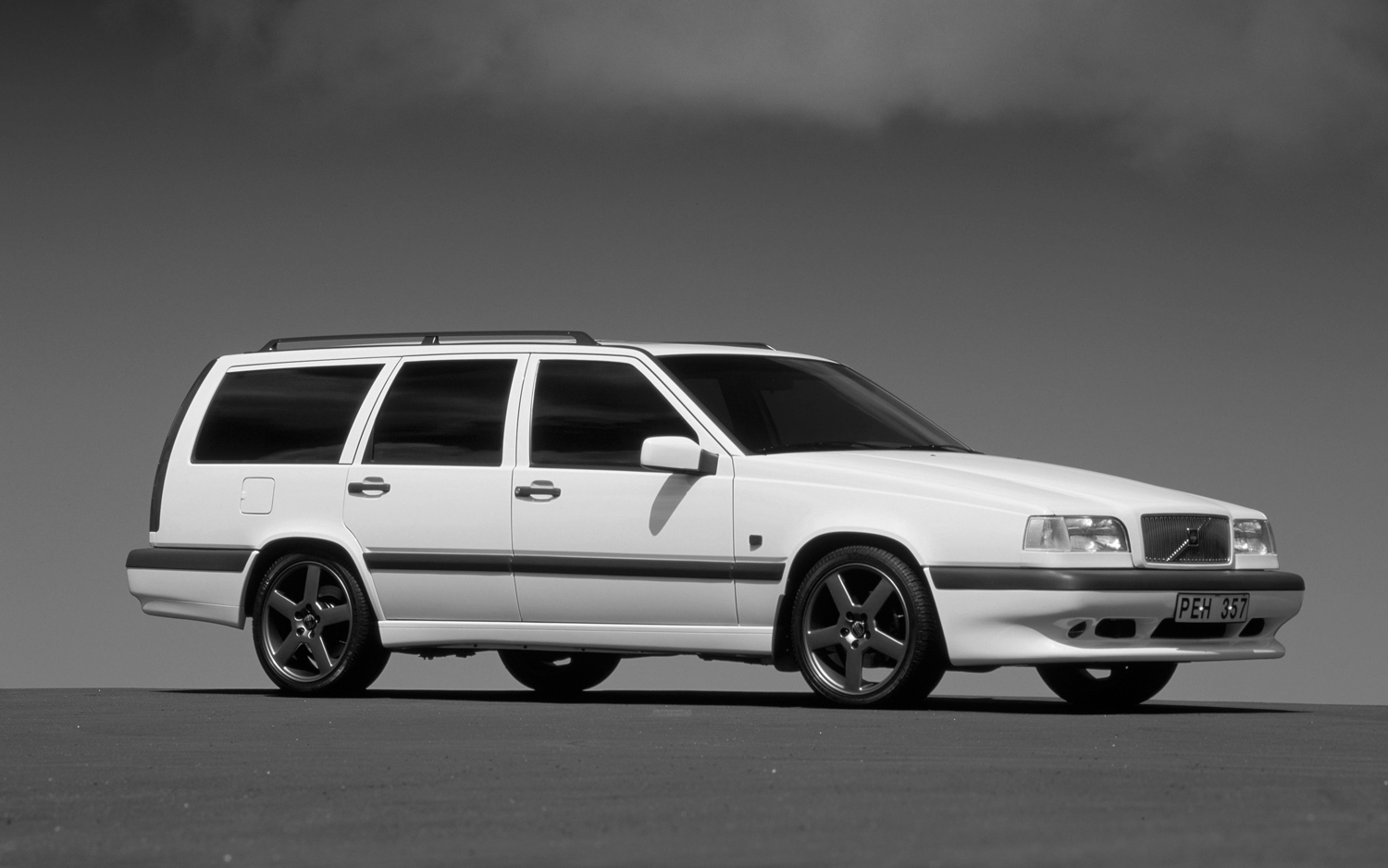 the ultimate sleeper 1997 volvo 850 wagon wheelsbywovka. Black Bedroom Furniture Sets. Home Design Ideas
