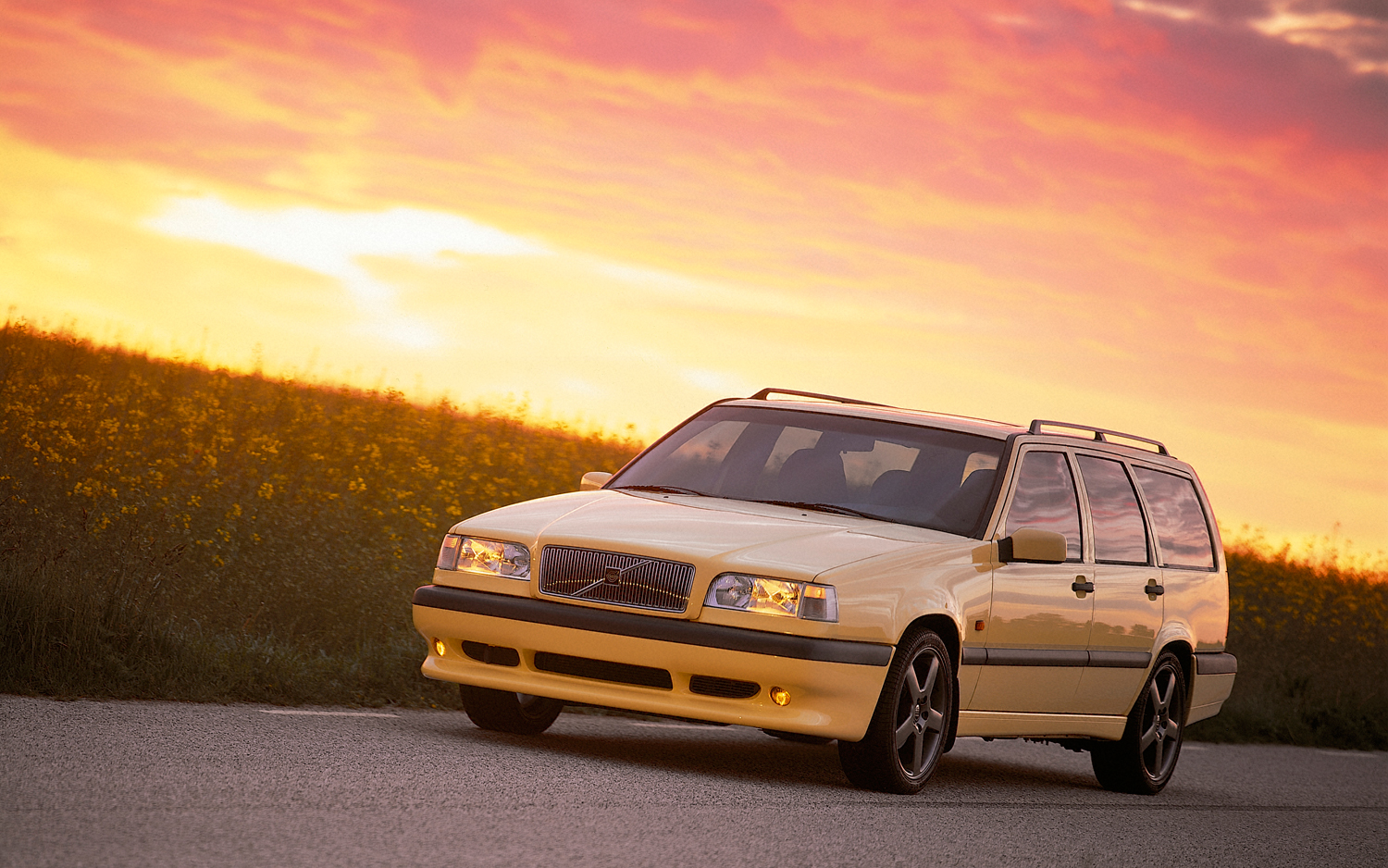 volvo-850-wagon-ultimate-sweeper-by-jane-b-for-wheelsbywovka-4